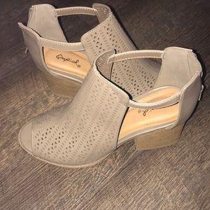 Shoes - SUPER CUTE WEDGE HEELS ‼️